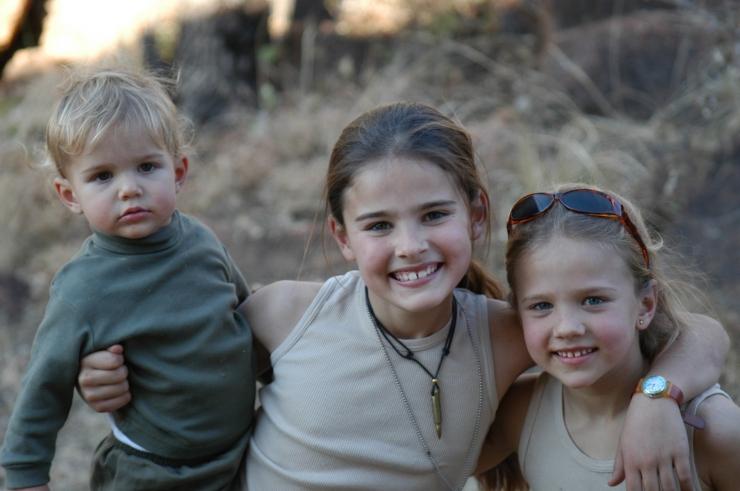 ad-2002-sisters-mabula